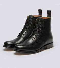 Doc Martens have been in style for almost 60 years, discover what made them so popular. We also discuss how to wear them in style! Womens Leather Combat Boots, Calf Leather, Kurt Geiger, Tweed, Oxford Boots, Doc Martens Boots, Zara Boots, Topshop, Saddle Shoes