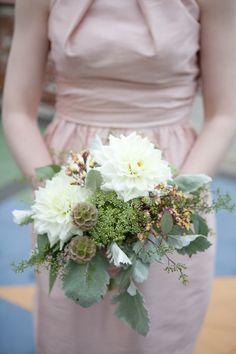Pastel wedding bouquet. Photography: meganclouse.com