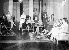 La Generación del 27, también de las mujeres | 360 grados press Concert, Painting, Motivation, Board, Feminist Movement, Salvador Dali, Album Covers, Culture, Painting Art