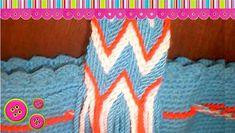 Aprende una de las cosas mas importantes a la hora de crear una mochila wayuu, HandMade nos dirá su técnica de como coser la gasa a la mochila y asi n Tapestry Bag, Tapestry Crochet, Knitted Headband, Crochet Videos, Knitted Bags, Ankle Bracelets, String Art, Cable Knit, Crochet Patterns