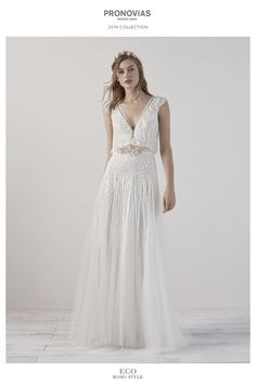 The epitome of boho chic, the Pronovias Eco dress is the ultimate choice for the bride with a laid-back style. Boho Chic Wedding Dress, Wedding Dress Sizes, Bridal Dresses, Wedding Gowns, Wedding Dresses Canada, Sincerity Bridal, Lillian West, Boho Vintage, Pronovias Wedding Dress