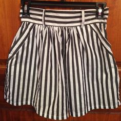 Striped Mini Skirt A fun, stylish skirt! I'm almost tempted to keep this one, but the area I live right now is too windy. It is a pretty short skirt, but that just makes it even cuter! Good used condition. Forever 21 Skirts Mini