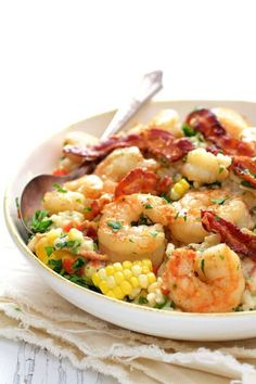Shrimp and Corn Risotto with Bacon is an American twist on traditional risotto and perfect summer comfort food and dinner for two! Fish Recipes, Seafood Recipes, Cooking Recipes, Healthy Recipes, Cooking Ideas, Healthy Food, Yummy Food, Vegetable Recipes, Recipies