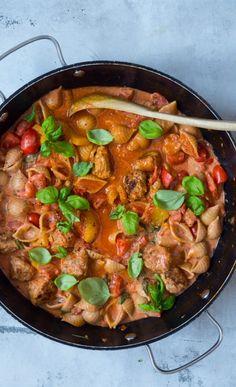 Krydret og cremet pastaret med kødboller - Julie Bruun
