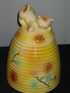 I LOVE VINTAGE COOKIE JARS ! ...... Download the FLEATIQUE APP on the App Store for IPhone 5 --- IPhone 5s --- IPhone 5c --- IPhone 6 ...... a resource app for antique / flea market sites ..... Vintage Kitten Beehive  cookie jar by American Bisque  Cat Retro Antique Cats kitty rare  1940's 1950's Old ceramic pottery antiques roadshow cookies recipes recipe American pickers junk gypsy gypsies