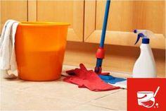 El suelo se limpia de forma muy sencilla, simplemente con agua y su limpiador habitual. No requiere  productos específicos y no da problemas de mantenimiento debido al material del que está hecho. También impide el desarrollo de bacterias y hongos.