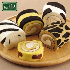 Risultati immagini per roll animals cake Mini Cakes, Cupcake Cakes, Cupcakes, Sweet Recipes, Cake Recipes, Dessert Recipes, Animal Shaped Foods, Japanese Roll Cake, Swiss Roll Cakes