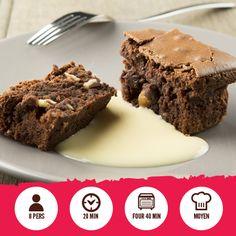 ABSOLUTELY BROWNIELES INGRÉDIENTS 300 g de sucre 275 g de beurre fondu 6 oeufs 100 g de farine 400 g chocolat Côte d'Or Culinaire 50 g noix concassées et quelques noix entières