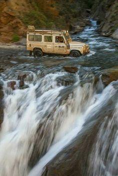 Afternoon Drive: Off-Road Adventure Photos) - Suburban Men Defender 90, Land Rover Defender 110, Landrover Defender, Defender Camper, Vw Bus, Vw Camping, Camping Menu, Hors Route, Offroader