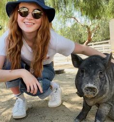Bobby Brown Stranger Things, Bay And Bay, Sadie Sink, Stranger Things Netflix, Dont Touch, Cutest Thing Ever, Animals, Instagram, Celebs