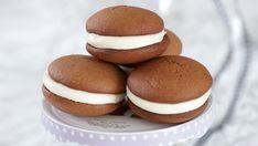 Μπισκότα σοκολάτας γεμιστά με κρέμα Hamburger, Bread, Cookies, Desserts, Food, Crack Crackers, Tailgate Desserts, Deserts, Brot