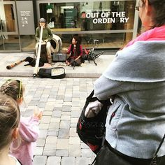 Out of the ordinary. Webe met czech clan of musicians in the middle of Gibraltar! Busking lives. . . . #digitalnomad #travel #streetmusic #overland #caravan #family #gurucamper #nomads #busking #gibraltar #czech