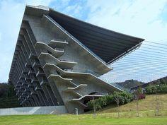 Estádio Municipal de Braga by Eduardo Souto de Moura and Rui Furtado //