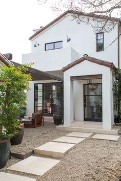Spanish Exterior, Mediterranean Homes Exterior, Tuscan Style Homes, Spanish Style Homes, Spanish House Design, Transitional House, House Paint Exterior, Patio, Backyard