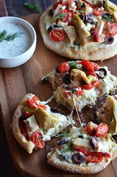 Loaded Greek Chicken Pitzas | 23 Easy And Inexpensive Meals You Can Make With Pita Bread