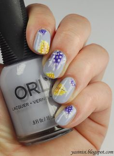 What beautiful nails! I love the elegant nails pretty much. What do you think? You can enjoy then here @yasinisi  >>http://yasinisi.blogspot.com/2015/07/piorkowe-naklejki-od-lady-queen.html