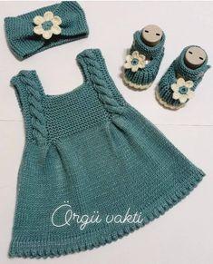 Baby Cardigan Knitting Pattern Free, Knitted Baby Cardigan, Knit Baby Sweaters, Knitted Baby Clothes, Baby Knitting Patterns, Knitting For Kids, Crochet Coat, Girls Knitted Dress, Knit Baby Dress
