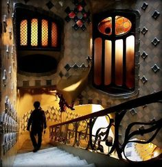 Beautiful Art of Architecture : The Casa Batlló, in Barcelona, Spain. One of the beautiful and extraordinary achievement of antoni gaudi Historical Architecture, Amazing Architecture, Art And Architecture, Architecture Details, Barcelona Architecture, Gaudi Barcelona, Barcelona Travel, Barcelona Catalonia, Art Nouveau Arquitectura