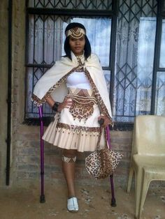 Modern Zulu woman in traditional outfit & traditional zulu bride - Reny styles Zulu Traditional Wedding Dresses, Zulu Traditional Attire, African Traditional Wedding, African Traditional Dresses, Traditional Outfits, Traditional Design, African Wedding Attire, African Attire, African Wear