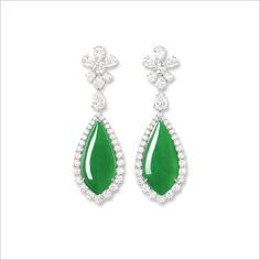 IMPRESSIVE SET OF JADEITE NECKLACE AND PAIR OF EARRINGS HK$25,000,000 - 36,000,000 US$3,250,000 - 4,650,000