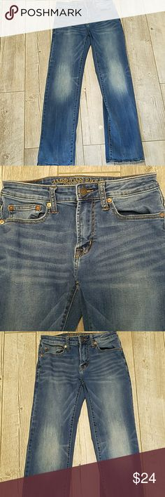 American Eagle active flex 28x32 American Eagle size 28x32 original straight active flex jeans. These are in very good condition, very small amount of wear on cuffs. See last photo. Smoke free home American Eagle Outfitters Jeans Straight