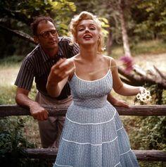"""<b>A estrela icônica de cinema e o dramaturgo/autor constituíam um casal pouco provável, apelidado de """"o Cabeça-de-Ovo e a Ampulheta"""".</b>"""