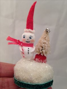 Spun Cotton Snowman mini focal piece by Maria Paula How To Make Ornaments, Holiday Ornaments, Holiday Decor, Winter Christmas, Christmas Crafts, Paper Mache Boxes, Feather Tree, Pipe Cleaners, Snowmen