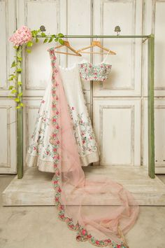 Indian Wedding Gowns, Party Wear Indian Dresses, Indian Gowns Dresses, Indian Bridal Fashion, Wedding Dresses For Girls, Indian Fashion Dresses, Indian Designer Outfits, Indian Outfits, Wedding Lehanga