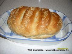 Frissen sült, ropogós, szezámmagos házi kenyér. Légrádiné Czeglédi Erzsébetnek köszönjük ezt a nagyszerű receptet! Íme az elkészítése: http://webcukraszda.hu/pogi_search.php?id=199