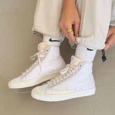 Sneakers Mode, Sneakers Fashion, Fashion Shoes, Jordans Sneakers, Air Jordans, Fashion Outfits, Sneaker Outfits, Aesthetic Shoes, Aesthetic Clothes