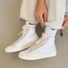 Dr Shoes, Swag Shoes, Hype Shoes, Me Too Shoes, Sneakers Mode, Sneakers Fashion, Fashion Shoes, Shoes Sneakers, Shoes Jordans