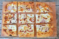 langosi unguresti la cuptor la tava reteta cu smantana usturoi ceapa rosie bacon Bacon, Hawaiian Pizza, Quiche, Food And Drink, Cheese, Snacks, Breakfast, Desserts, Recipes