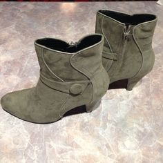 """Selling this """"Grey / gray ankle boots"""" in my Poshmark closet! My username is: lovelythorns. #shopmycloset #poshmark #fashion #shopping #style #forsale #Boots"""