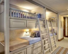 bunk bed ideas. This would be good for a vacation home. Or my parents house in Mexico..