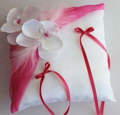 Coussin porte alliances,mariage, blanc(ou ivoire) et fushia Cushion Ring, Paper Flowers Diy, Communion, Wedding Accessories, Event Planning, Ivoire, Textiles, Pillows, Crafts