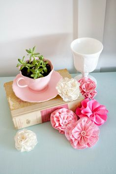 Fabric Flowers DIY~this also shows the different cuts and how to make the flowers accordingly!!