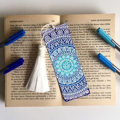 Mandala bookmark Double side drawing Hand drawing Size of this bookmark is : cm / If you have more questions please feel free to contact me Mandala Doodle, Mandala Art Lesson, Mandala Artwork, Doodle Art Drawing, Mandala Drawing, Cool Art Drawings, Zentangle Drawings, Zentangles, Creative Bookmarks
