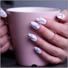 Try out ways to get these cool marble nails! How to apply nail polish? Nail polish in your friend's nails looks perfect, however, Nail Art Designs Videos, Nail Art Videos, Acrylic Nail Designs, Short Nail Designs, Easy Nail Designs, Line Nail Designs, Nail Design Glitter, Nails Design, Pink Glitter