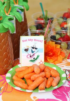 Disney Frozen in Summer Birthday Party Ideas! Olaf finally gets to enjoy the beach. Fun food ideas, cupcakes, printables and games for the beach, luau or a pool party. LivingLocurto.com