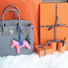 It's no secret that Birkins, the most exclusive bags in the world, are expensive. But just how expensive? We do the handbag math—charts & analysis included. Hermes Purse, Hermes Handbags, Birkin 25, Hermes Birkin, London Travel, Fashion Bags, Purses, Shoes, Zapatos