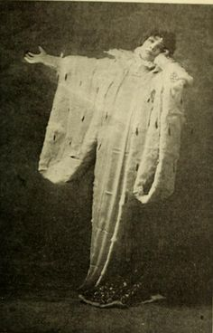 Sarah Bernhardt as Queen Elizabeth
