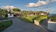 pandawa-cliff-estate-villa-rose-front-garden
