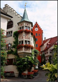 Ancient Village, Meersburg, Germany photo via pixdaus Very cool town we visited on Lake Constance Places To Travel, Places To See, Wonderful Places, Beautiful Places, Beautiful Pictures, Places Around The World, Around The Worlds, Voyage Europe, Beautiful Buildings