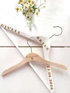 Hübsches Accessoire für das Brautzimmer, Kleiderbügel fürs Brautkleid / coat hanger for the wedding dress made by Loove Match via DaWanda.com