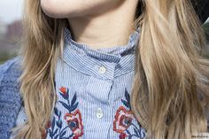 ♥ Floral embroidered shirt | bohochic and folk - country style outfit | details | Zara floral embroidered shirt and cozy denim blue cardigan | ♥ Look boho y de estilo country - folk | detalles | camisa con bordado floral y chaqueta de punto en azul | Maikshine blog | www.maikshine.com