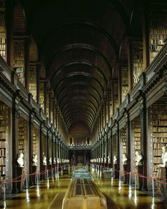 Trinity College Library in Dublin. Encroyable!