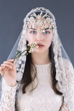 Timeless vintage & boho wedding accessories via Magnolia Rouge Wedding photo Headpiece Wedding, Wedding Veils, Bridal Headpieces, Boho Wedding, Bridal Hair, Wedding Dresses, Hair Wedding, Wedding Attire, Wedding Ceremony