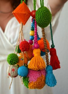 all colorful handmade:: Pom Pom Crafts, Yarn Crafts, Diy And Crafts, Arts And Crafts, Diy Tassel, Tassels, Love Crochet, Knit Crochet, Tricot D'art