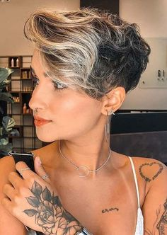 Searching for best short haircuts to sport in year 2020? Here you may find stunning short pixie haircuts to make your short hair looks so much cool than before. We assure you for beautiful hair looks to try in current year. Haircut Styles For Girls, Pixie Haircut Styles, Pixie Cut Styles, Best Pixie Cuts, Blonde Pixie Cuts, Short Hair Styles, Short Blonde, Medium Long Haircuts, Short Pixie Haircuts