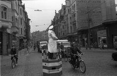 HANNOVER List - Am Lister Platz: hat dieser Polizist einen festen Untersatz. Hanover Germany